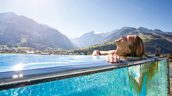 https://gasthofpost-bruck.at/wp-content/uploads/2016/09/tauern_spa_hotelpool_dame-liegend.jpg
